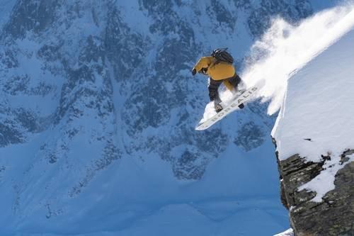 snowboard Borealis with bindings
